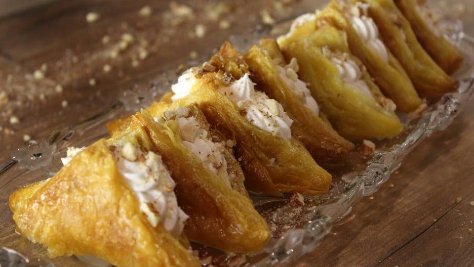 Νηστίσιμα Σιροπιαστά Μαντηλάκια με αφράτη κρέμα βανίλιας - Mantilakia