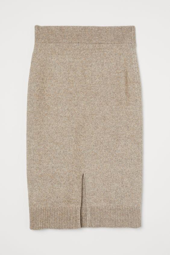 Αυτή είναι η απόλυτη τάση στις φούστες που δεν φεύγει ποτέ από τη μόδα και ταιριάζει σε ΌΛΕΣ τις γυναίκες