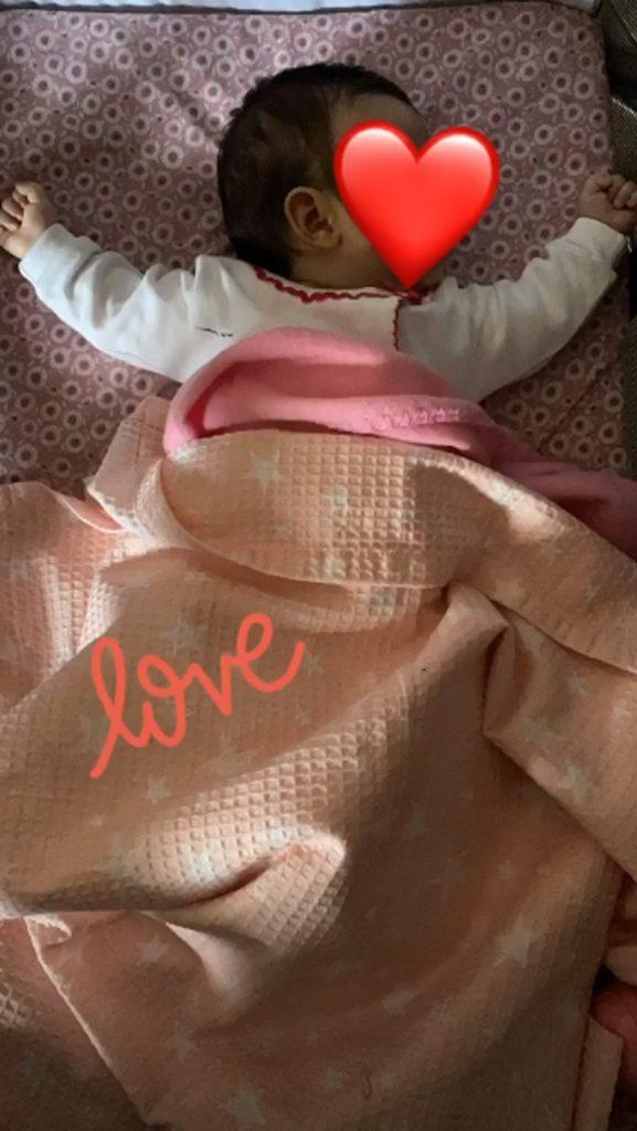 Ελένη Χατζίδου: Δείτε την 2,5 μηνών kόρη της ενώ κοιμάται! Σκέτη γλύκα!