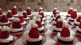 Χριστουγεννιάτικα κεικάκια σοκολάτας σκουφάκι του Αγίου Βασίλη