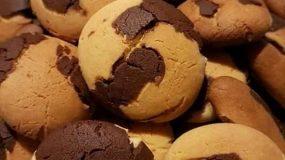 Αφράτα, δίχρωμα μπισκότα με ζαχαρούχο γάλα και κακάο