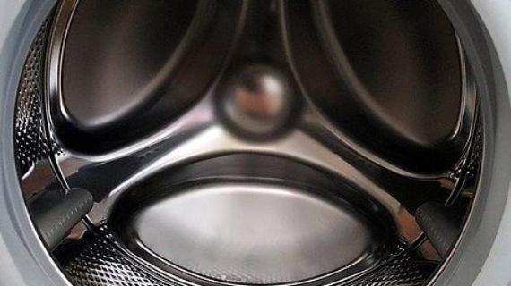 Με αυτά τα 6 κόλπα θα έχετε πάντα ένα καθαρό πλυντήριο ρούχων