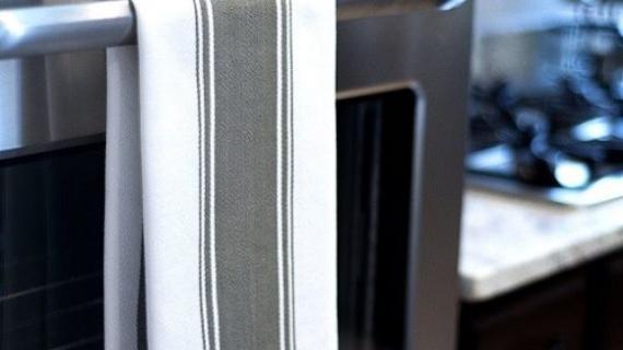 Γιατί δεν πρέπει να κρεμάμε την πετσέτα στην λαβή του φούρνου-Οι επιπτώσεις στην υγεία μας