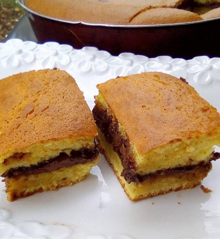 Αφράτο κέικ ταψιού με γέμιση μερέντας εύκολο και πεντανόστιμο!