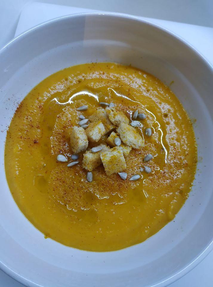 Κολοκυθόσουπα βελουτέ με γλυκοπατάτα και καρότα