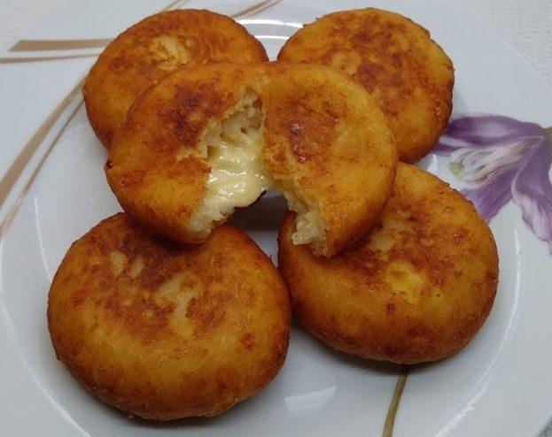 Γεμιστά πιτάκια πατάτας με τυριά και αλλαντικά