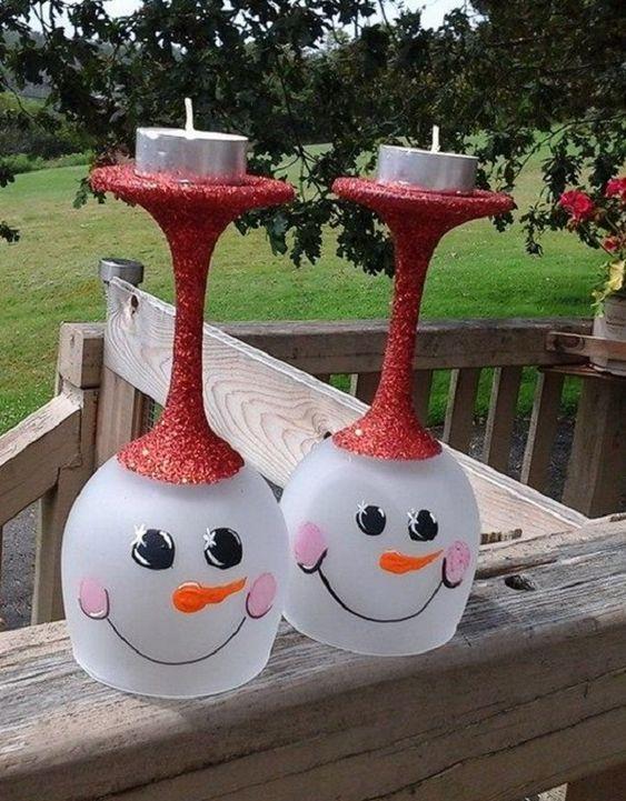 Χριστουγεννιάτικα κηροπήγια με κολονάτα ποτήρια χιονάνθρωποι