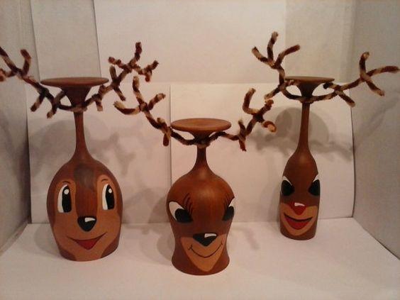 Χριστουγεννιάτικα κηροπήγια με κολονάτα ποτήρια τάρανδοι