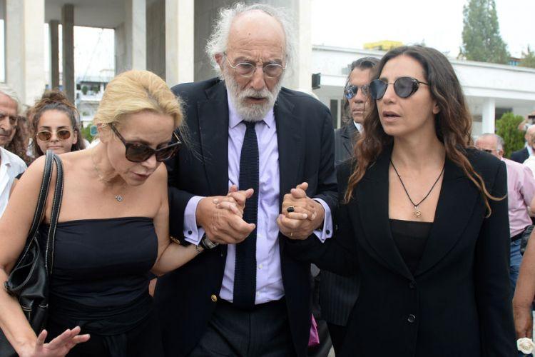 Χαμός στο δικαστήριο με τις κόρες της Ζωής Λάσκαρη. Διαβάστε τους διαλόγους στη δίκη