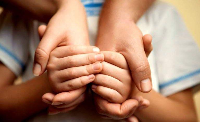 Εξελίξεις για τους γονείς του μωρού που δάγκωσαν ποντίκια: Τους αφαίρεσαν την επιμέλεια και των δύο παιδιών τους