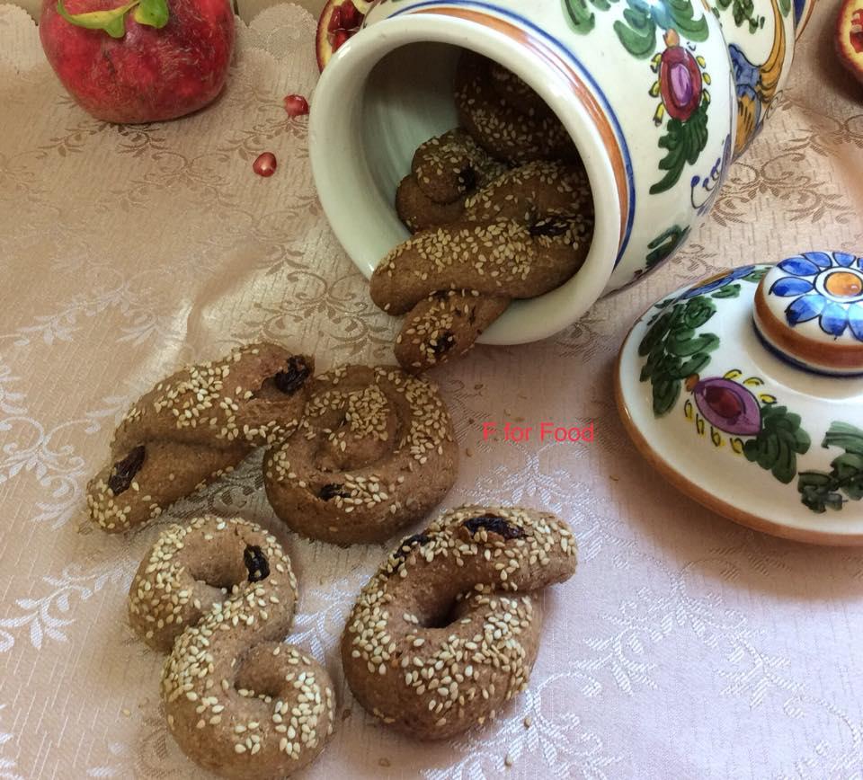 Μουστοκούλουρα με χυμό ροδιού, μέλι και σταφίδες