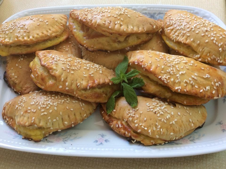 Πίτες και πιτάκια με χειροποίητο φύλλο και γέμιση από τυριά, γιαούρτι και γαλοπούλα