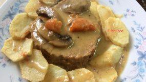 Μοσχάρι στην χύτρα με μανιτάρια κρέμα γάλακτος και ντοματίνια