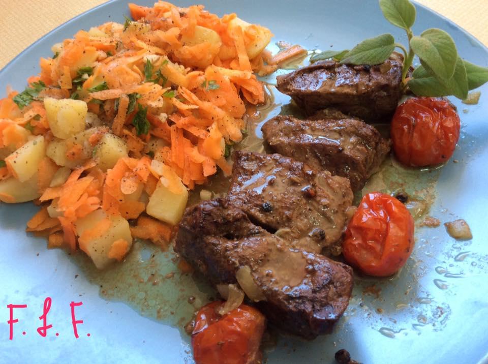 Μοσχαρίσιο συκώτι με σάλτσα πορτοκαλιού και ντοματίνια