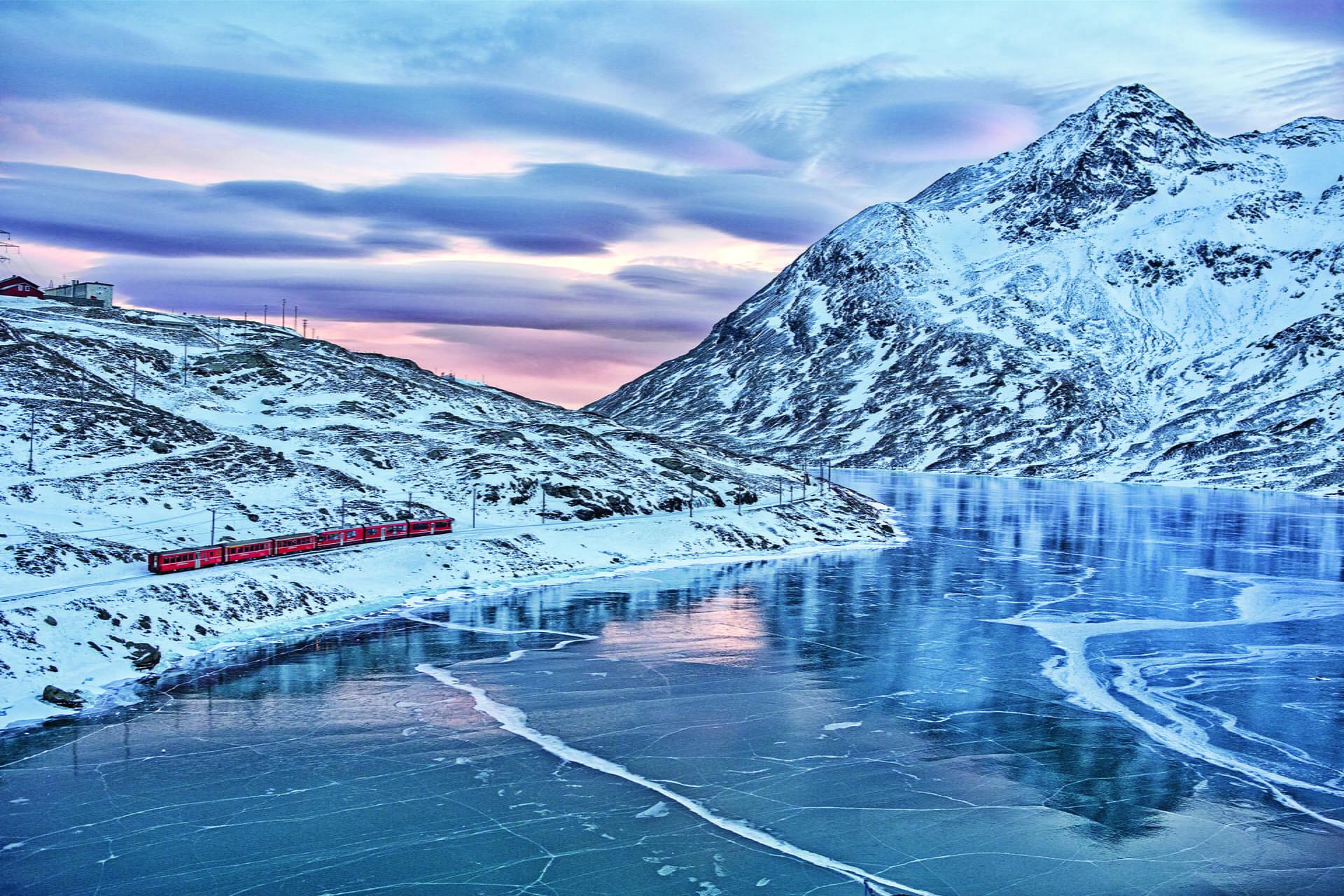 Αυτό το τρένο κάνει την πιο μαγευτική διαδρομή! Δείτε φωτογραφίες!