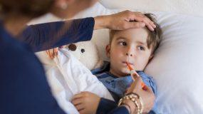 """""""Δείξτε μεγάλη προσοχή στα αντιπυρετικά φάρμακα"""" - Το post ενός παιδιάτρου που πρέπει να διαβάσετε!"""