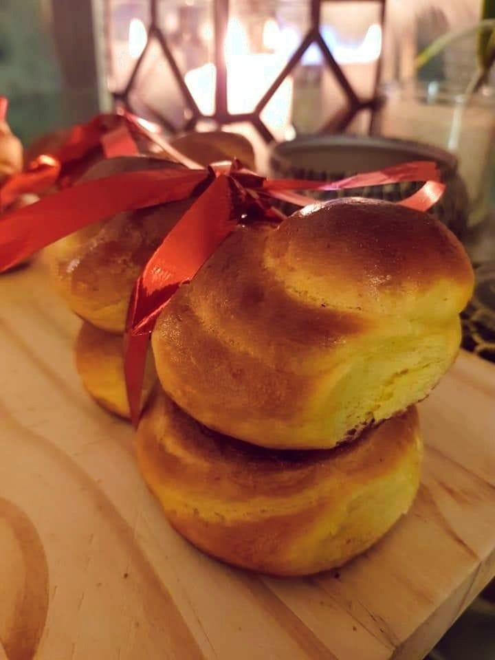 Lussebullar: Σουηδικά Χριστουγεννιάτικα τσουρέκια με σαφράν