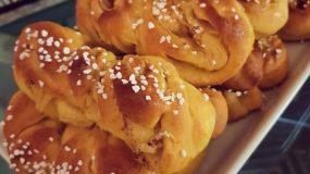 Αφράτα κουλουράκια με ζύμη Lussebullar και γέμιση από μήλο και κανέλα!