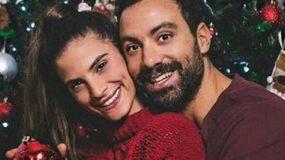 Τανιμανίδης-Μπόμπα: Έγιναν νονοί- Με υπέροχο κατακόκκινο φόρεμα η παρουσιάστρια! (εικόνες)