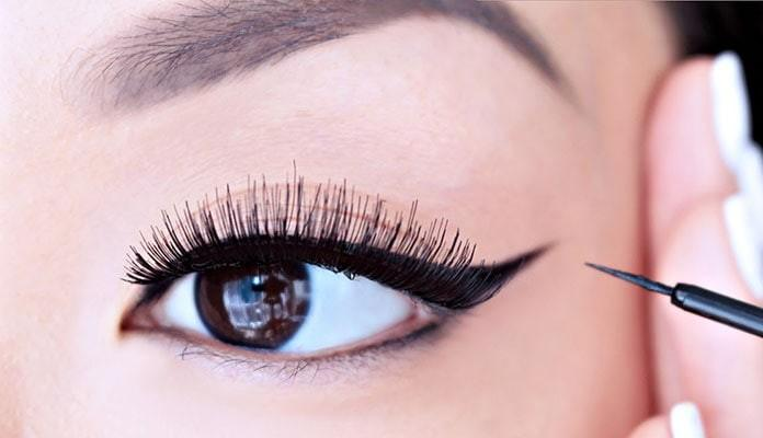5 tips που θα σε βοηθήσουν να βάζεις eye liner (Βίντεο)