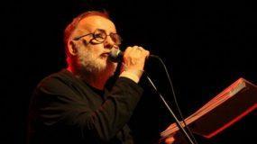 Θάνος Μικρούτσικος: Το τραγούδι που ακούστηκε στο νοσοκομείο όταν «έφυγε» ο σπουδαίος συνθέτης (Vid)