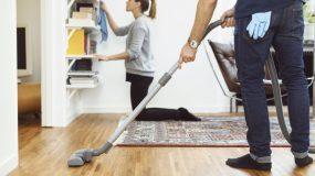 """""""Γιατί δεν βοηθάω την γυναίκα μου"""" - Ένας σύζυγος απαντά στους άντρες που δεν βοηθούν στις δουλειές του σπιτιού"""
