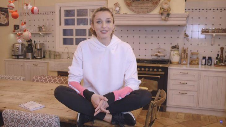 Κάτια Ζυγούλη: Μας δείχνει την κουζίνα του σπιτιού της και μας αποκαλύπτει μυστικά της διατροφής της!