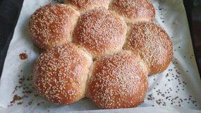 Αφράτο και πεντανόστιμο ψωμι μαργαρίτα με σουσάμι