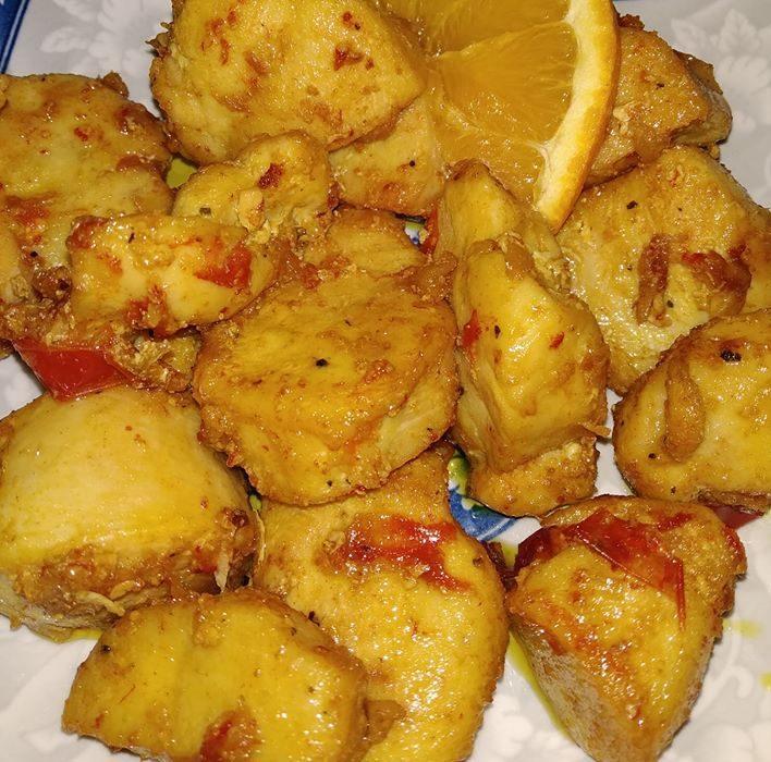 Φιλέτο κοτόπουλο με κουρκουμά και πορτοκάλι στο τηγάνι
