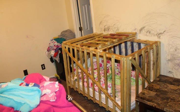 Γονείς τέρατα κλείδωναν τέσσερα μικρά παιδιά σε αυτοσχέδια κλουβιά