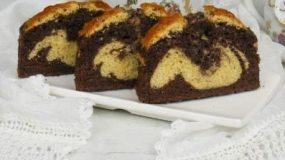 Απίθανο αφράτο κέικ με τρεις γεύσεις!