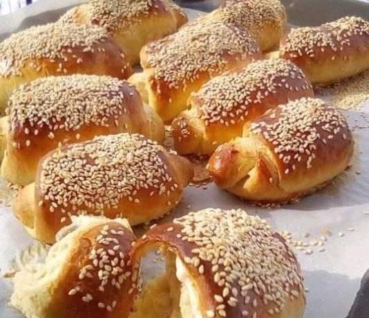 Αφράτα τυροπιτάκια με σουσάμι ιδανικά για κολατσιό