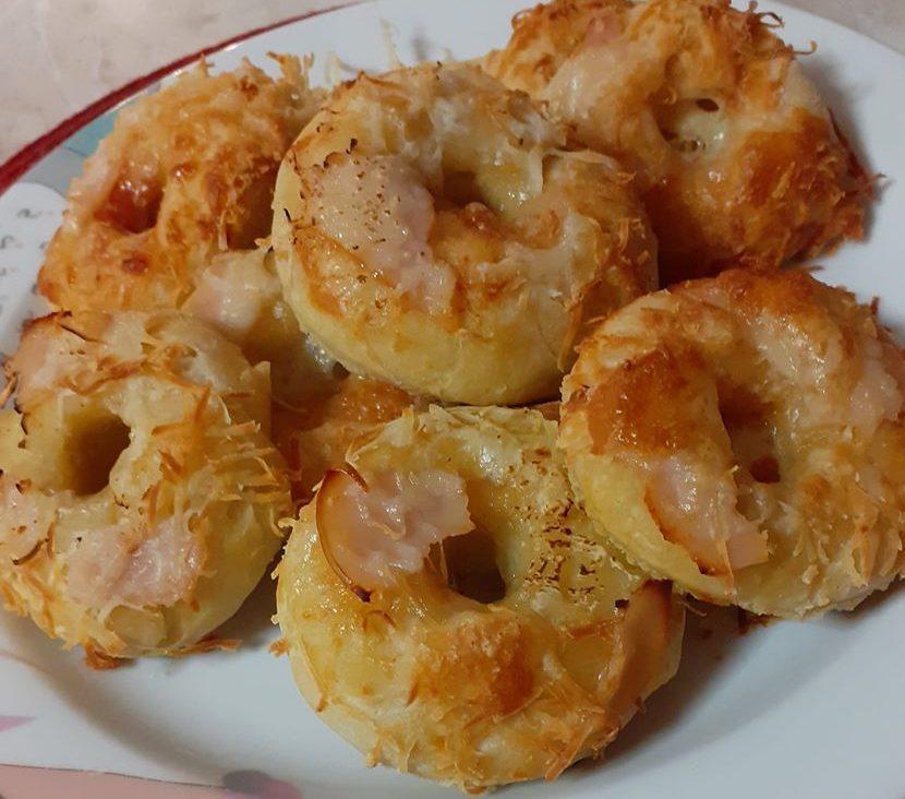 Σπιτικά donuts πίτσας με τυρί και γαλοπούλα