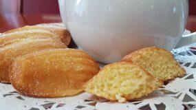 Αφράτα Γαλλικά Madeleines σαν κέικ με γεύση και άρωμα λεμόνι.