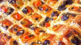 Λαχταριστό τυρόψωμο με πιπεριές και διάφορα τυριά