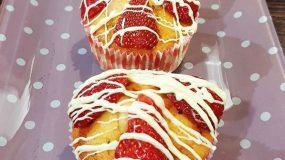 Λαχταριστά Cupcakes με φράουλες και λευκή σοκολάτα