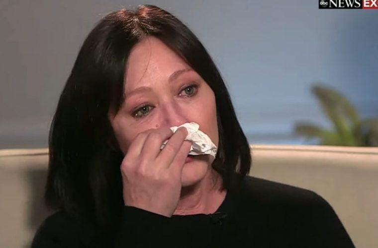 Η «Μπρέντα» του Beverly Hills εξομολογείται: «Ο καρκίνος επέστρεψε και είμαι πολύ φοβισμένη»