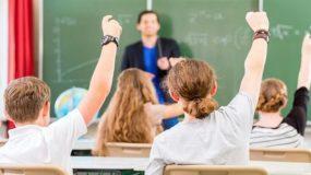 """Κανένας μαθητής δεν καταλαβαίνει το λάθος του αν τον ταπεινώσεις - Ένας καθηγητής """"ρίχνει"""" το Facebook!"""