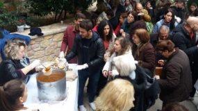 «Ντάνος» -Ντορέττα Παπαδημητρίου: Πήγαν σε αγρυπνία στους Αγίους Ισιδώρους και μοίρασαν άρτους και φαγητό