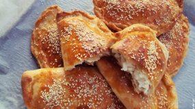 Σπιτικές τυρόπιτες με ζύμη κουρού από την Γωγώ Σαμίου