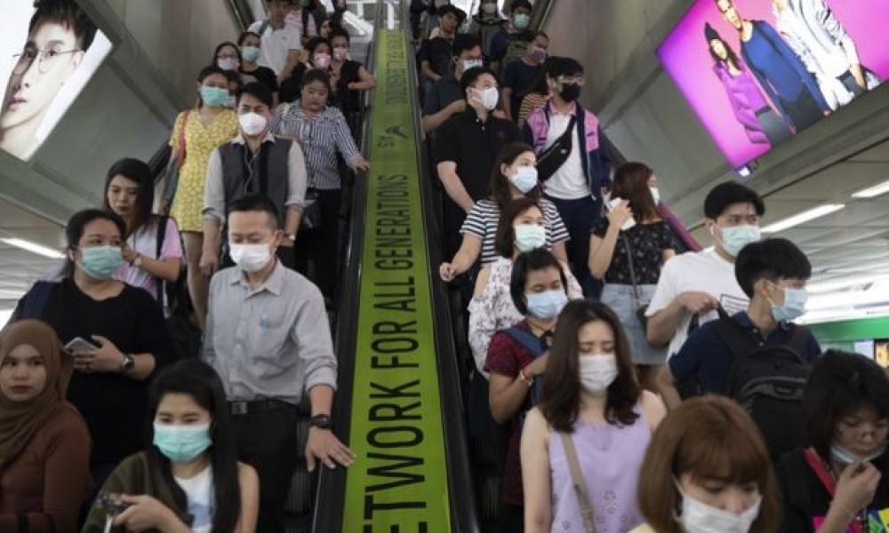 Εξάπλωση κορονοϊού: Οι μάσκες δεν αρκούν-Επιβιώνει σε επιφάνειες για μέρες!