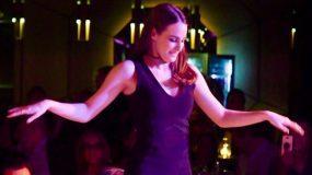Μαρία Βοσκοπούλου: Χόρεψε τσιφτετέλι στην πρεμιέρα του πατέρα της και εντυπωσίασε! (εικόνες)