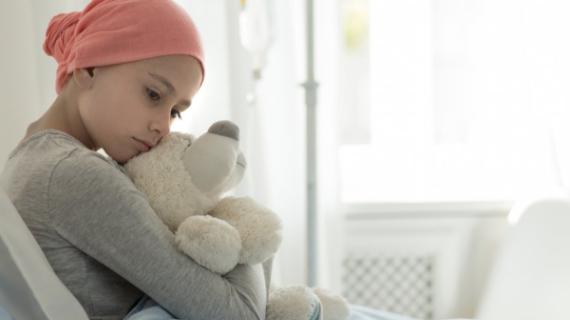 """""""Δε θα με λυγίσει αυτή η κακιά αρρώστια""""  Ένα παιδί με καρκίνο μας κάνει να δακρύσουμε"""
