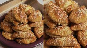 Λαχταριστά τυροπιτάκια με ζύμη γιαουρτιού και γέμιση από φέτα και ανθότυρο