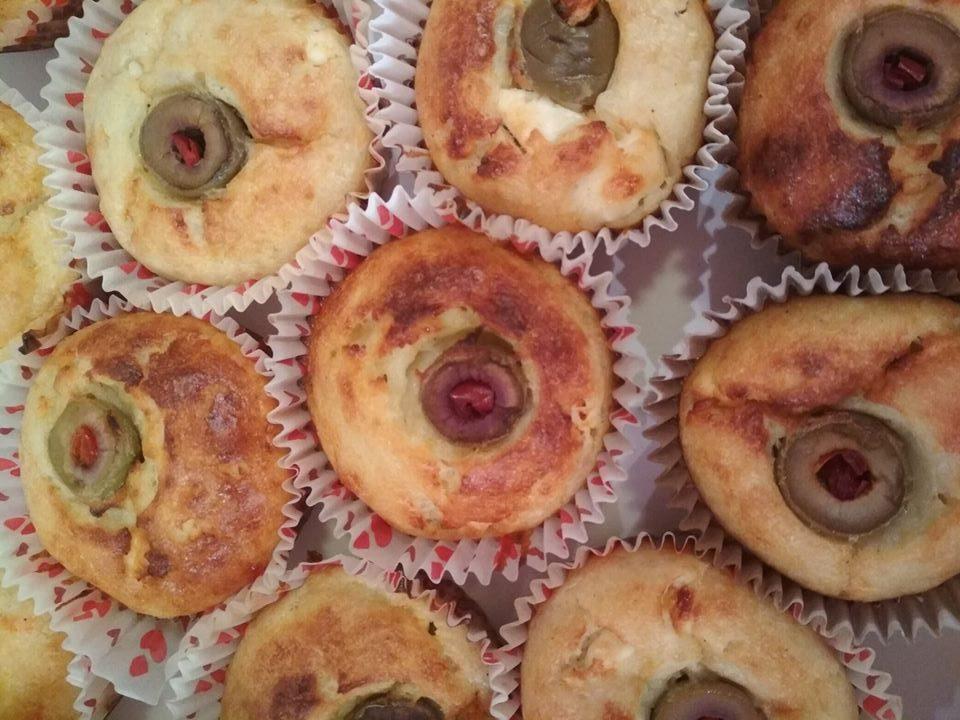Αλμυρά cupcakes με φέτα σαν ατομικά σουφλέ τυρόπιτας!
