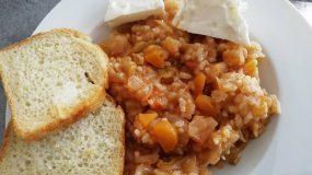 Παραδοσιακή συνταγή για μαμαδίστικο λαχανόριζο κοκκινιστό!