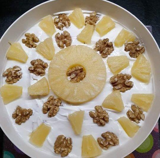 Μούς  ανανά με γιαούρτι και καρύδια!