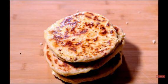 Πανεύκολες τηγανιτές τυρόπιτες χωρίς λάδι και αυγά!