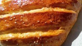 Σπιτικό ζυμωτό ψωμί με σουσάμι