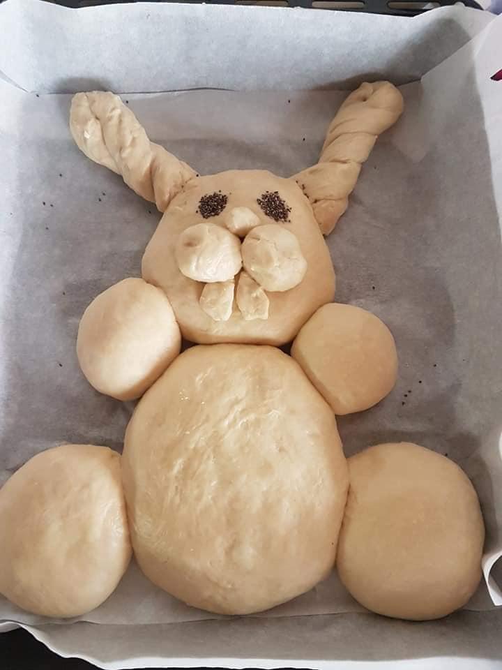 Πασχαλινό ψωμί λαγουδάκι για να φτιάξετε μαζί με τα παιδιά!